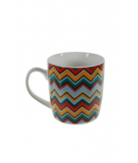 Taza mug taza para café, chocolate, porcelana multicolor diseño geométrico vintage para los desayunos. Medidas: 9,5x8,5x13 cm.