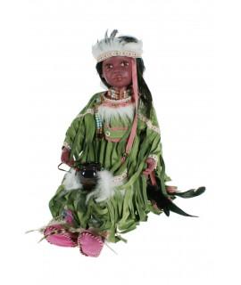 Muñeca muy original de estilo indígena con vestido de color verde