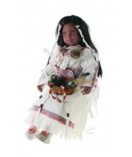 Muñeca muy original de estilo indígena con vestido de color blanco