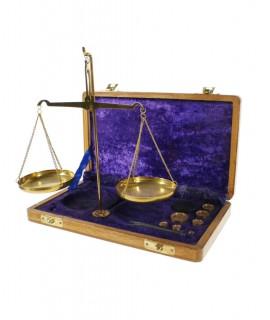 Balance de précision avec poids et caisse en bois