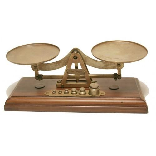 Balance de précision en métal avec poids et base en bois