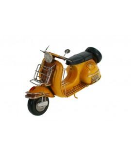 Moto Scooter Vespa de metal réplica estilo vintage color amarillo. Medidas: 17x29x11 cm.