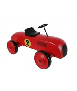 Coche de carreras en madera color rojo con número. Medidas: 10x18x10 cm.