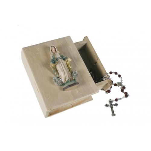Caja de madera en tapa Virgen Milagrosa con rosario en el interior.