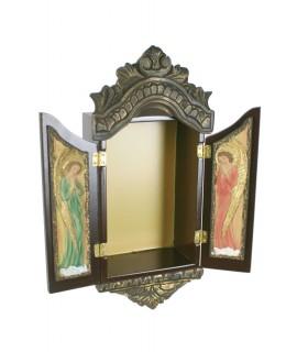 Capilla pequeña para colgar con puertas de madera y cerámica. Medidas: 26x10x7 cm.
