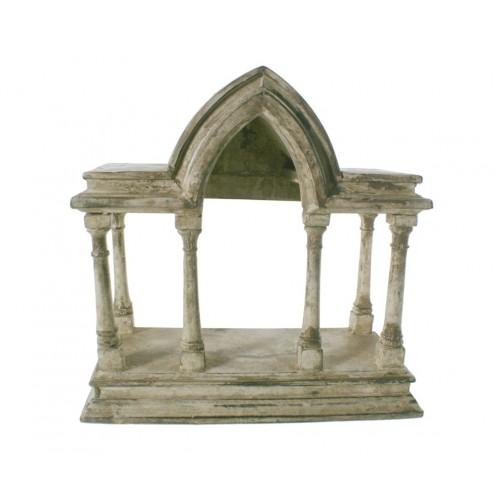 Templo de madera estucado color crema. Medidas: 27x26x12 cm.