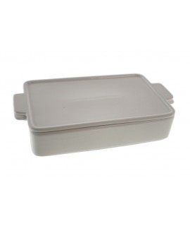 Plat font rectangular de ceràmica blanca amb tapa per a servei de taula i parament de cuina
