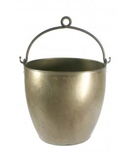 Caldero con asa de chapa grabada color bronce antiguo. Medidas: 36x40x32 cm.