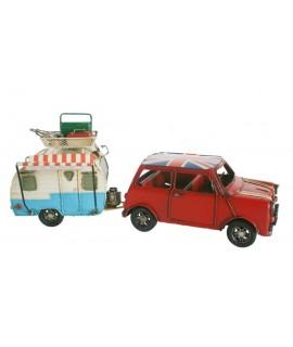 Réplique de mini voiture rouge avec caravane. Mesures: 15x36x10 cm.