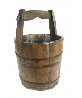 Cubo de madera y metal con asa, estilo antiguo. Medidas: 53xØ35 cm.