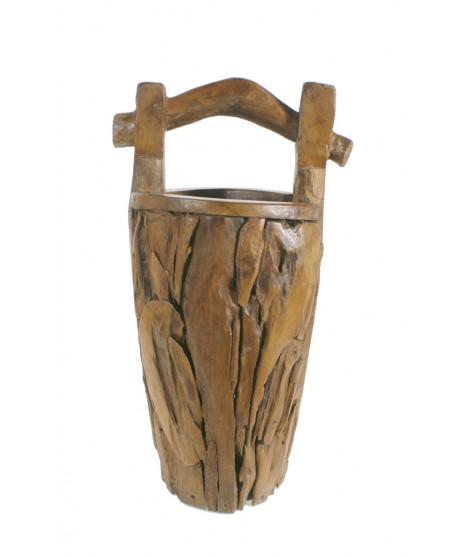 Cubo alto con trozos de madera de teca con asa. Medidas: 67xØ30 cm.