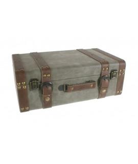 Valise en bois doublée de sangles et de fermeture. Mesures: 25x40x15 cm.