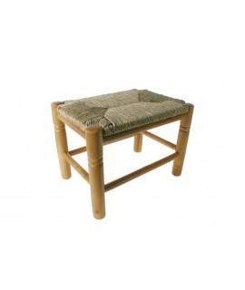 Banqueta de madera y asiento de anea. Medidas: 29x39x27 cm.