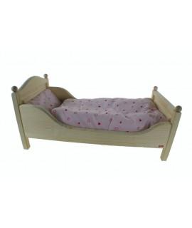 Cama de madera de pino con sábanas para muñecas. Medidas: 25x54x29 cm.