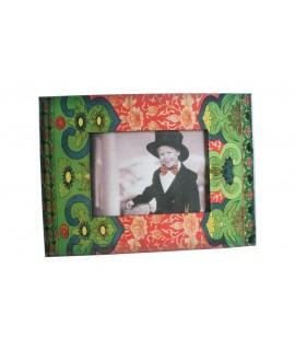 Cadre photo de style ethnique avec cadre vitrifié. Mesures: 23x30 cm.