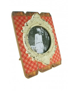 Portafotos amb marc de fusta i ceràmica. Mesures: 24x19 cm.
