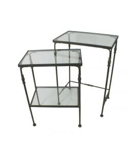 Ensemble de tables en métal avec plateau en verre. Mesures: 70x50x33 cm.