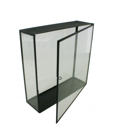 Urna de cristal rectangular alta con borde metálico. Medidas: 35x35x11 cm.