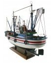 Barco de pesca atunero. Medidas largo: 45 cm.