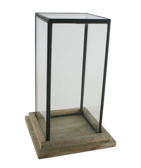 Urna de cristal cuadrada alta.  Medidas: 27x17x17 cm.