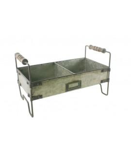 Jardinera rectangular de ferro amb dues caselles. Mesures: 31x16 cm.