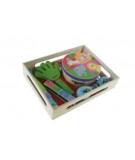 Set de música en caja de madera. Medidas: 6x22x29 cm.