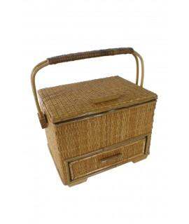 Kit de couture en osier avec poignée et tiroir couleur miel. Mesures: 20x26x20 cm.