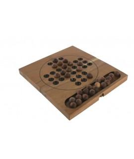 Juego del solitario en caja de madera. Medidas: 16x18 cm.