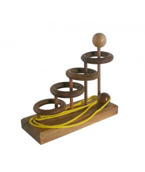 Cuatro anillos. Juego de desenredo de la cuerda. Medidas: 14x15x6 cm.