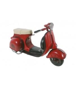 Ciclomotor scooter rojo Vintage. Medidas: 29x13 cm.