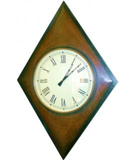 Rellotge forma rombo en fusta de teca i esfera central amb vidre. Mesures: 118x80 cm.