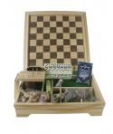 Juegos reunidos en caja de madera. Medidas: 30x30 cm.
